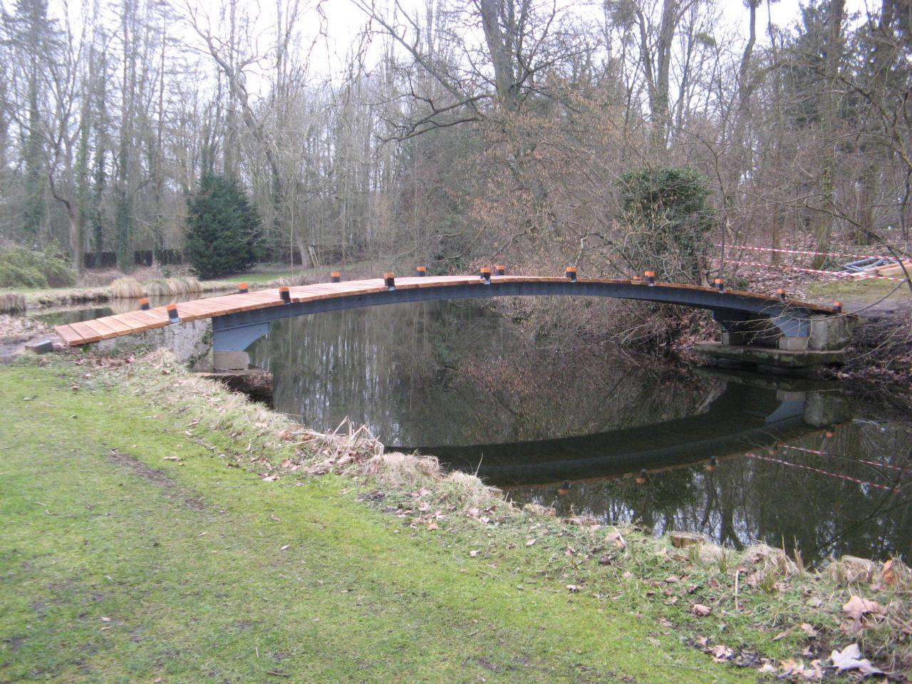 Construction d'un pont en chêne