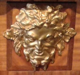 Bronze sur la commode Cressent