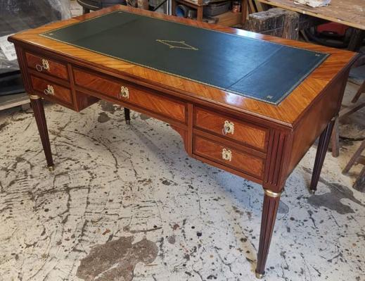 Bureau plat restauré par l' atelier D.HERMAND Oise Hauts-de-France