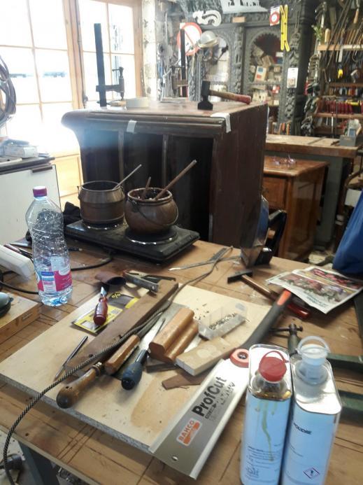 Travail en cours atelier restauration meubles